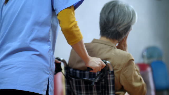 vídeos y material grabado en eventos de stock de enfermería en el hogar - cuidado de personas de la tercera edad