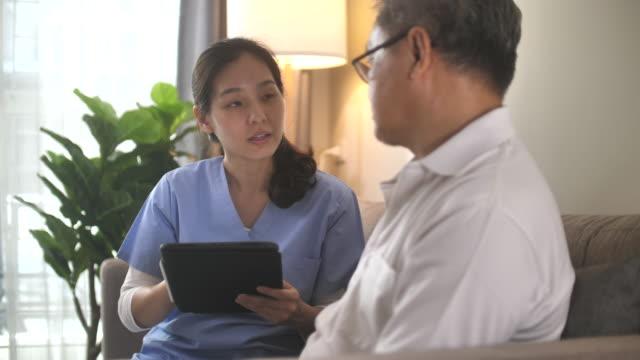 vidéos et rushes de maison de soins infirmiers - bonne nouvelle