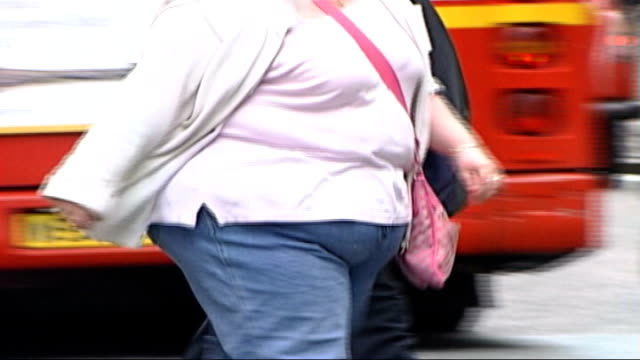 new study finds unhealthy eating not associated with lack of money dates unknown locations unknown ext various anonymous shots of overweight people... - vita non sana video stock e b–roll