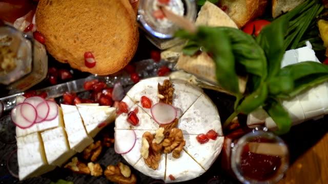 vidéos et rushes de repas savoureux nutritif - radis