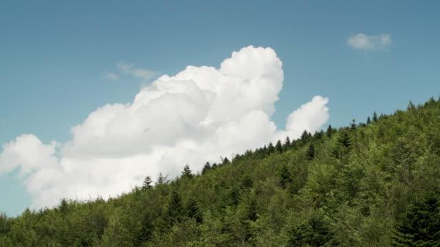 nuvole sulla collina