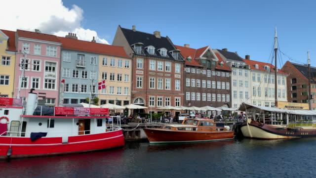 vídeos de stock e filmes b-roll de 4k nyhavn harbour, copenhagen - região de oresund