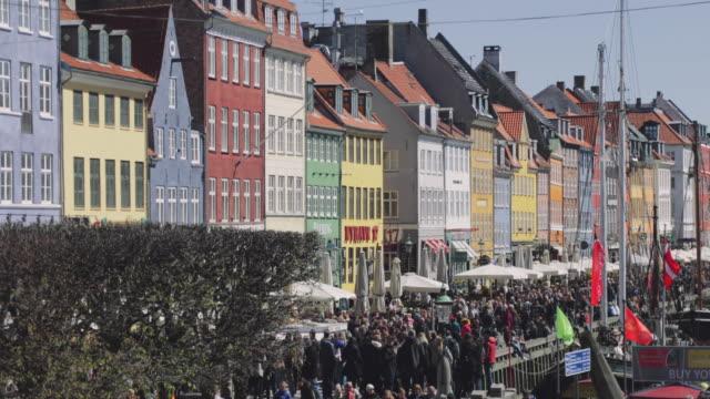 nyhavn in kopenhagen - kopenhagen stock-videos und b-roll-filmmaterial