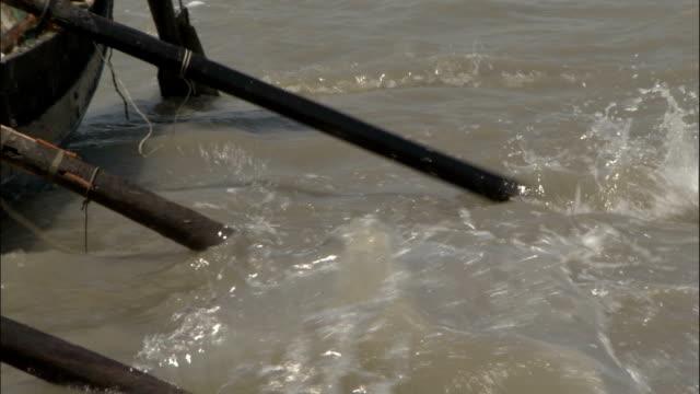 oars splash in water available in hd. - oar stock videos & royalty-free footage