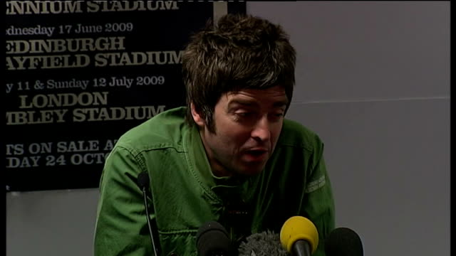 oasis photocall and noel gallagher press conference gallagher press conference sot on choosing kasabian and the enemy as support think these gigs are... - plucking an instrument stock videos and b-roll footage