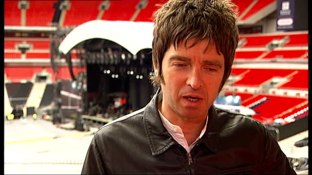 stockvideo's en b-roll-footage met oasis rehearsal and noel gallagher interview noel gallagher interview sot discusses forthcoming wembley concerts/ rumours about this being last oasis... - popmuziek tournee