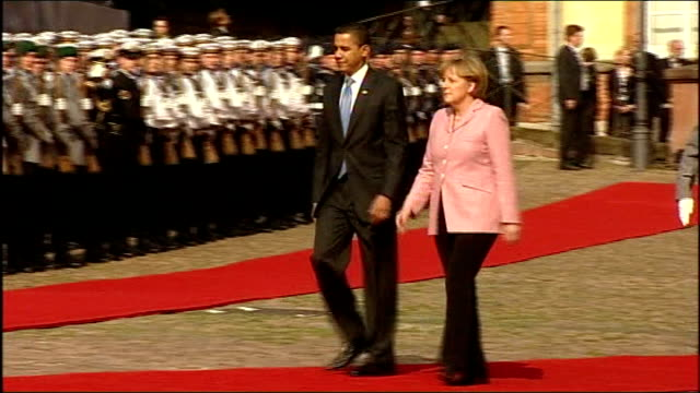 obama calls for military support from nato germany badenbaden ext barack obama and angela merkel walk along red carpet to inspect german honour guard... - アンゲラ・メルケル点の映像素材/bロール