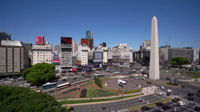 t/l ws ha obelisco de buenos aires and city traffic / buenos aires, argentina - avenida 9 de julio video stock e b–roll
