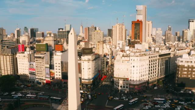vídeos de stock e filmes b-roll de obelisco of buenos aires aerial view - obelisco de buenos aires