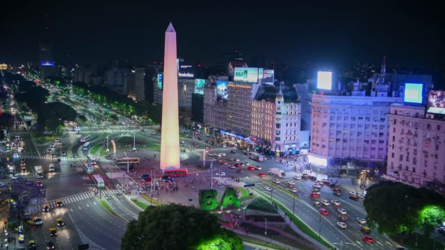 obelisk and green ba letters, avenida de 9 julio in buenos aires by night - avenida 9 de julio video stock e b–roll
