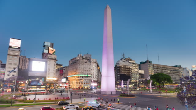 vídeos de stock e filmes b-roll de obelisk buenos aires day to night time lapse - avenida 9 de julio