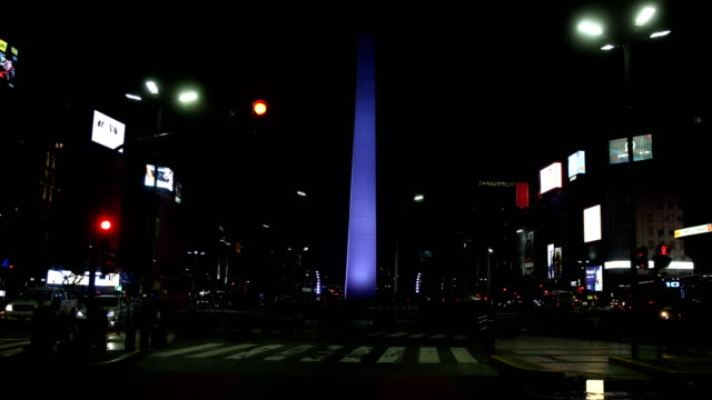 vídeos de stock e filmes b-roll de obelisk of buenos aires at night - avenida 9 de julio