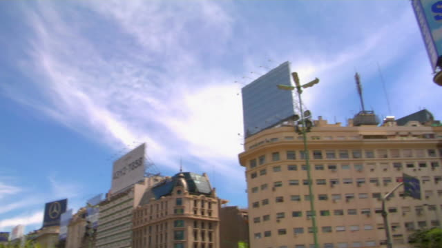vídeos de stock e filmes b-roll de ws la pan obelisk of buenos aires at plaza de la republica, buenos aires, argentina - obelisco de buenos aires