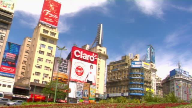vídeos y material grabado en eventos de stock de ws la pan obelisk of buenos aires at plaza de la republica, buenos aires, argentina - obelisco de buenos aires