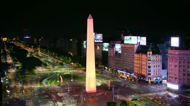 vídeos de stock e filmes b-roll de obelisk time lapse, avenida de 9 julio in buenos aires by night - avenida 9 de julio