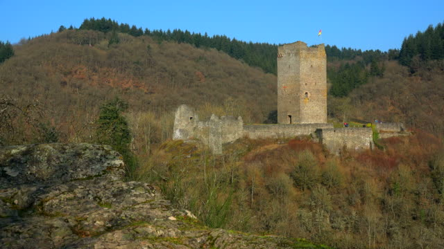oberburg castle, manderscheid, eifel, rhineland-palatinate, germany - old ruin stock videos & royalty-free footage