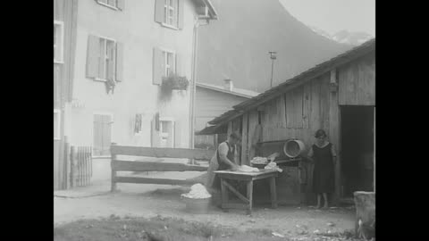 stockvideo's en b-roll-footage met oberstdorf 1933, typical city in the alps, little boy jumps happy, dressed with leather trousers and a hat, 2 woman washing the laundry in front of a... - beieren