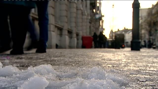 vídeos de stock, filmes e b-roll de 6 months on sleet and snow on pavement market stalls - chuva congelada