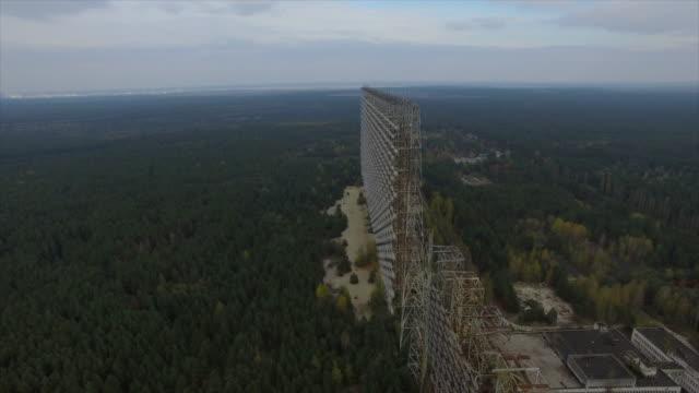 """stockvideo's en b-roll-footage met object """"chernobyl-2"""". flight forward along construction. part 1of2 - kernramp van tsjernobyl"""