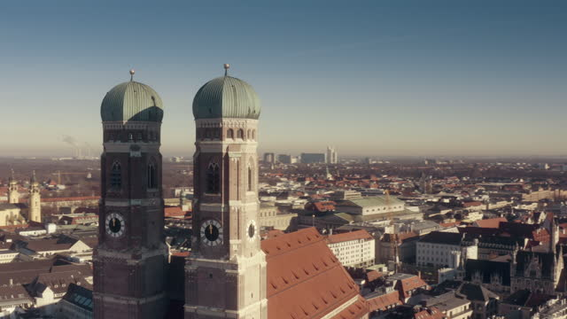 ws aerial obriting church of our lady (frauenkirche) in munich, germany - wop productions stock-videos und b-roll-filmmaterial
