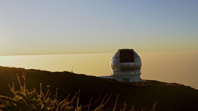 vidéos et rushes de ws observatory at sunset / la palma, canaries, espagne - observatoire