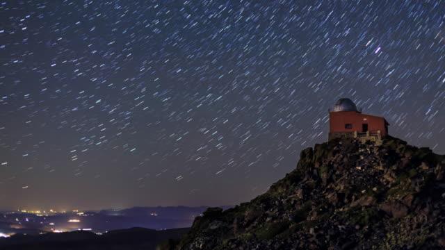 vidéos et rushes de observatory in starry night - ciel étoilé