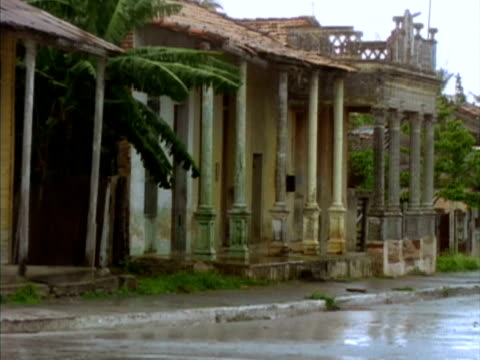 ms, obsolete building with colonnade, rainy day, nuevitas, cuba  - 老朽化点の映像素材/bロール