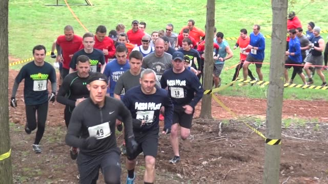 obstacle racers begin event with a race uphill - tough mudder stock videos and b-roll footage