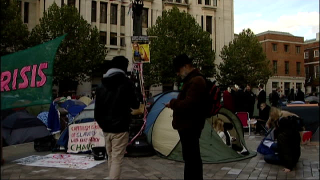 'occupy london' protest st paul's cathedral considers closure due to safety concerns england london st paul's cathedral ext bunting outside st paul's... - börse von london stock-videos und b-roll-filmmaterial