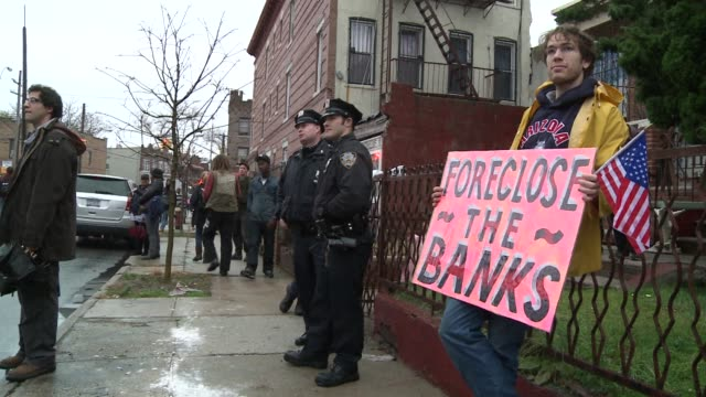 stockvideo's en b-roll-footage met occupy wall street protesters took aim at banks again on tuesday with a tour of foreclosed homes in a lowincome neighborhood in brooklyn new york... - executie evenement