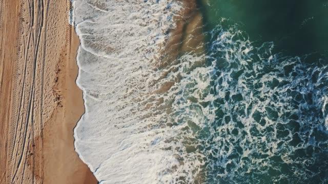 ocean beach von drohne gesichtspunkt - nordamerika stock-videos und b-roll-filmmaterial