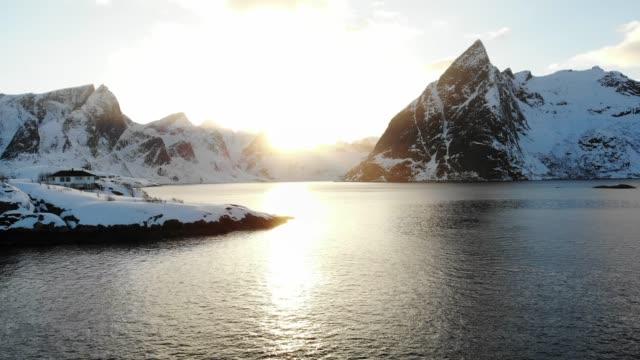 Oceaan kust bij zonsondergang, Noorwegen