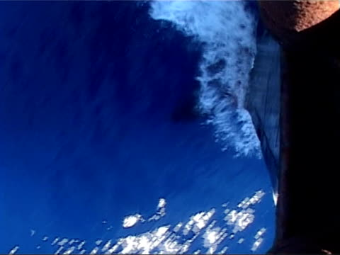 vidéos et rushes de ocean currents could bring colder weather at sea off southampton ts water being displaced by hull of boat as along through water sailor on bridge... - à bord