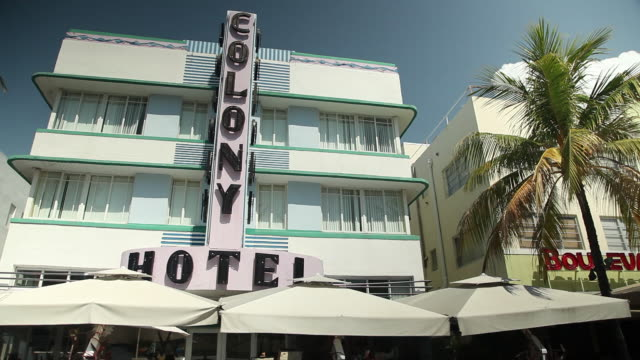 ocean drive hotels, colony, boulevard, palm trees. - boulevard video stock e b–roll