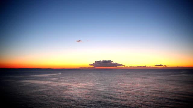 alba sull'oceano - plusphoto video stock e b–roll