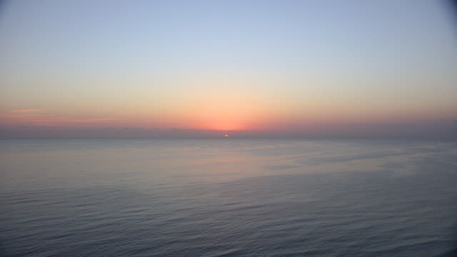 stockvideo's en b-roll-footage met ocean sunrise - horizon over water