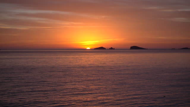 ocean sunset in spain, wide - バレアレス点の映像素材/bロール