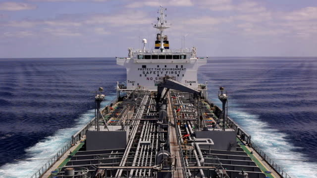 stockvideo's en b-roll-footage met ocean tanker - perzische golf