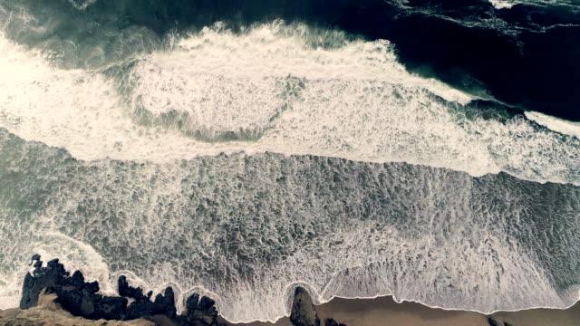 vídeos de stock e filmes b-roll de ocean - overcast