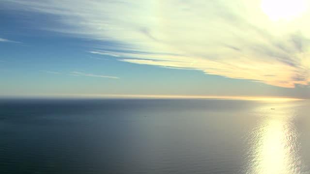 vídeos de stock e filmes b-roll de ocean vista infinito - perspetiva diminutiva