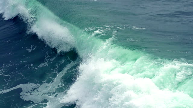 stockvideo's en b-roll-footage met ocean wave slow motion - wave