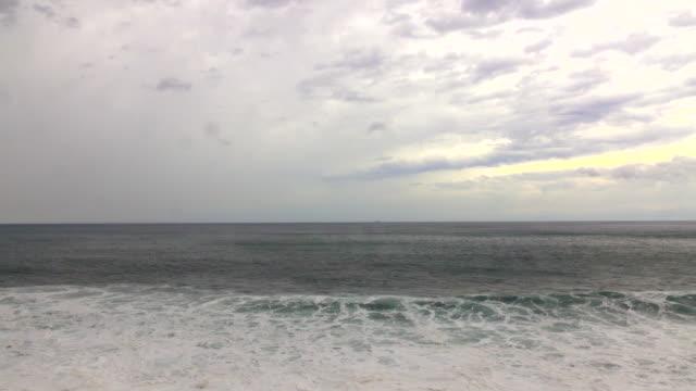 vídeos de stock, filmes e b-roll de onda do mar  - plusphoto
