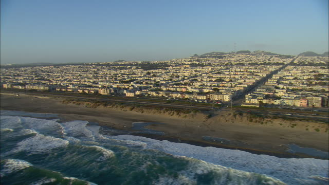 aerial ocean waves and colorful homes in ocean beach, san francisco, california, usa - baia di san francisco video stock e b–roll
