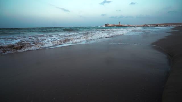 海の波の日の出浜クラッシュ - 湾岸諸国点の映像素材/bロール