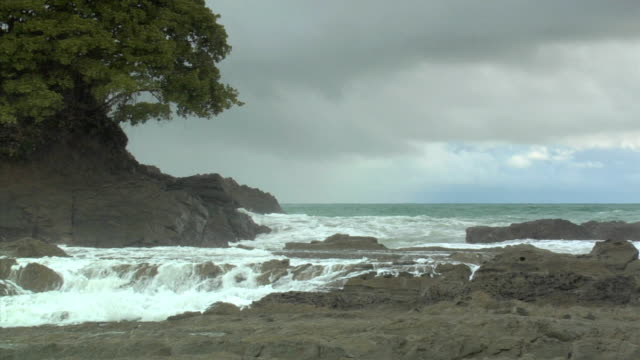 WS Ocean waves crashing on rocks along coast of Playa Dominical / Dominical, Puntarenas Province, Costa Rica