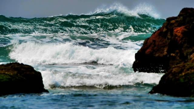 vídeos y material grabado en eventos de stock de olas del océano en camara super lenta - pipeline wave