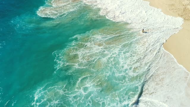 ocean waves reaching shore. beach on aerial drone. beach on top view. beautiful beach. beach clean. beach sea from kelingking beach in nusa penida, bali, indonesia. - beach stock videos & royalty-free footage