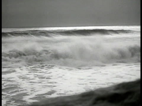 ocean waves rolling in from ocean no beach showing rolling waves w/ fg in soft focus. - 1935 stock videos & royalty-free footage