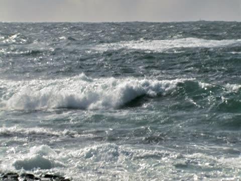 vidéos et rushes de vagues de l'océan - caractéristiques de la terre