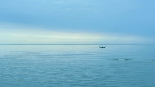 vídeos y material grabado en eventos de stock de océano con el cielo azul - horizonte